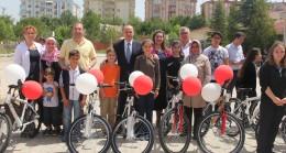 Babaeski'de 40 öğrenci 40 bisiklete kavuştu