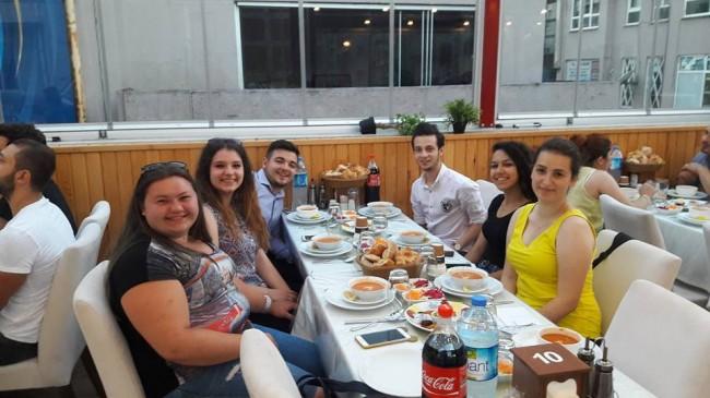 CHP Lüleburgaz İlçe Gençlik Kolu Yöneticileri İftarda Bir Araya Geldi