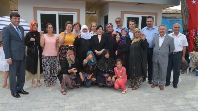Vali Civelek, Poyralı Köyü Yöresel Ürünler Çarşısı'nın Açılışını Gerçekleştirdi…