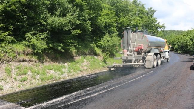 Köy Yollarını Asfaltlama Çalışmaları Devam Ediyor…