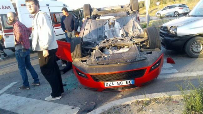 Kaza yapan otomobile başka bir otomobil çarptı: 2 yaralı