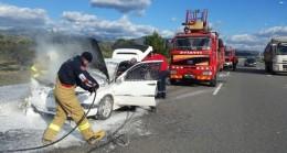 Yolda yanan araç kül oldu