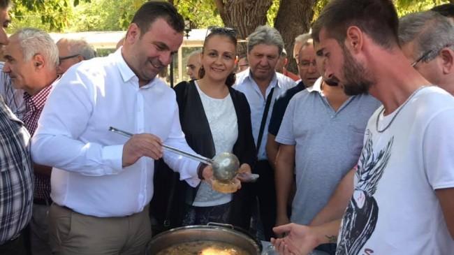 Başkan Ceylan Muharrem Ayı dolayısıyla aşure dağıttı