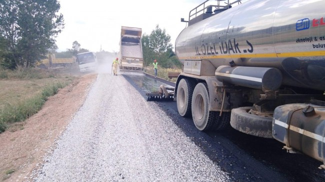 Köy yolları Asfaltlanmaya  Devam Ediyor