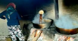 Poyralı Köyü'nde tarlalarında bin bir emekle yetiştirdikleri şeker pancarını bin bir zahmetle işleyerek,  sofralara 'pancar pekmezi' olarak ulaştırmaya başladılar