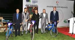 """Ahmetbey'de """"Yerel Yönetim""""  bisiklet ile ulaşım sağlıyor!"""