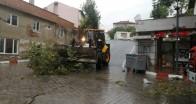 Yağış ve fırtına Üsküp Beldesi'nde etkili oldu
