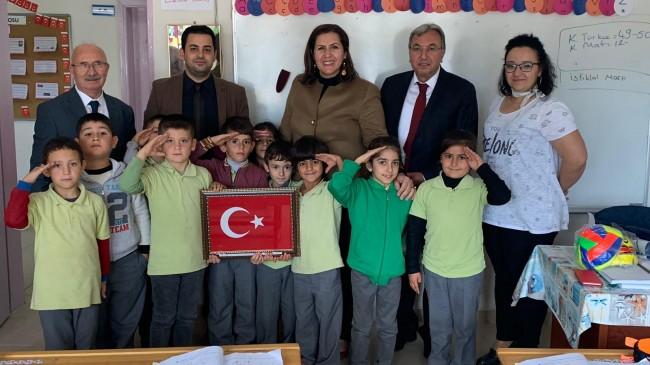 Nadırlılı öğrencilere Mehmetçikten hediye