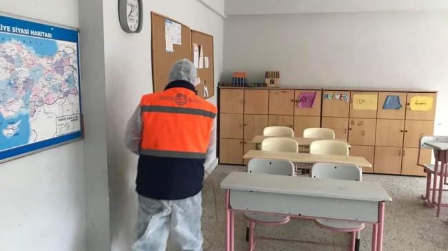 Ahmetbey Belediyesi'nde ilaçlama çalışmaları yapıldı
