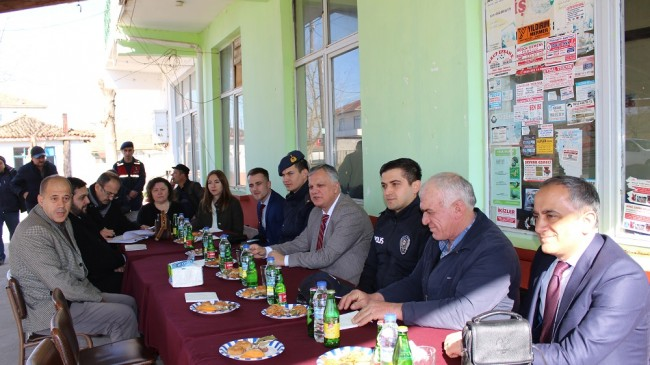 Akarca Köyü'nde halk toplantısı